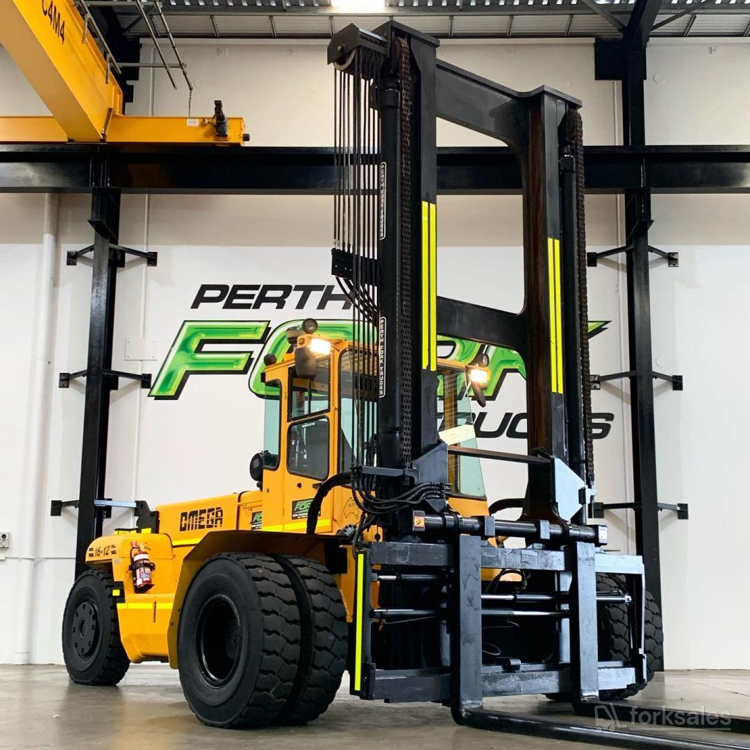 Omega 16T-12 Wide Track Forklift